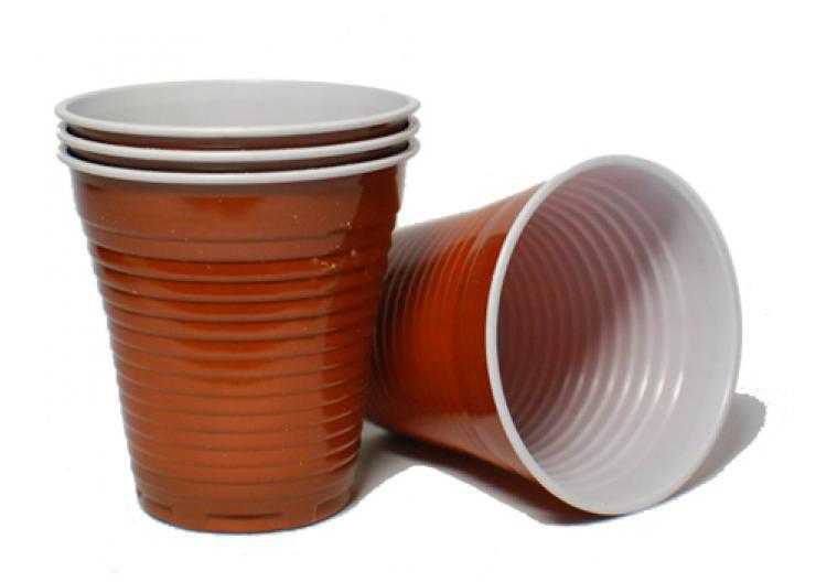 пластиковый стаканчик для кофе